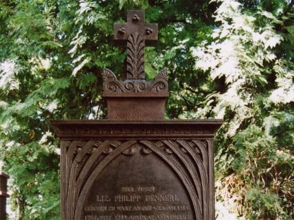 """Straubing – Historischer Friedhof – Gusseisernes Grabdenkmal """"Dennerl"""""""